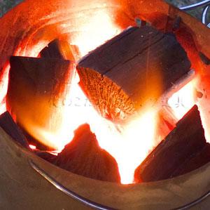 BBQで炭への火のつけ方は道具があれば簡単です