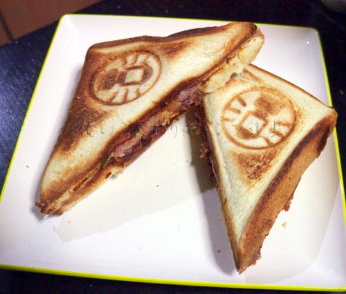 ピザ風ホットサンドイッチ【簡単ホットサンドレシピ】
